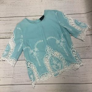 ✨ Cynthia Rowley lace trim blouse
